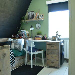Wandplank boven bureau